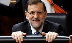 Spain's Prime Minister Mariano Rajoy looks on before delivering his speech to present a new reform program during a session at Parliament in Madrid May 8, 2013. REUTERS/Sergio Perez (SPAIN - Tags: POLITICS BUSINESS) SPAIN-REFORMS/